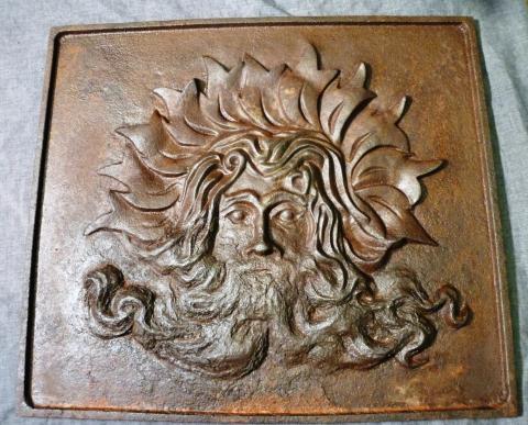 Antieke Gietijzeren Haardplaat.Antieke Gietijzeren Haardplaat Met Afbeelding Van Vulcanus